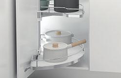 Organización armarios con accesorios de cocina