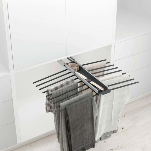 Pantalonero para 18 pantalones de fijación superior con bandeja portaobjetos