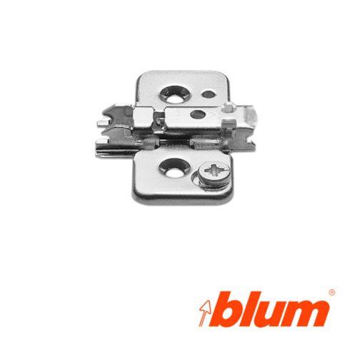 Bases para bisagras Blum Clip-Top con regulación frontal mediante excéntrica