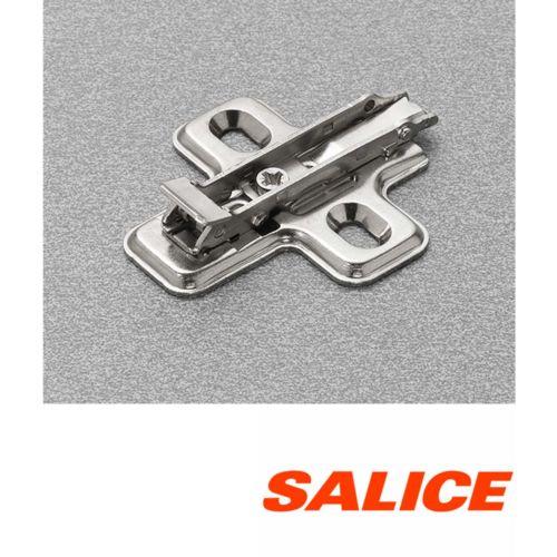Clip DOMI Base regulación frontal excéntrica para bisagras Salice (Acero)
