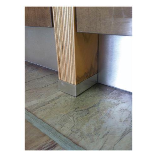 Perfil protector para los costados de tablero de madera