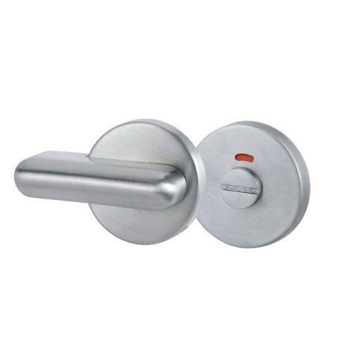 Muletilla y desbloqueo para puerta batiente de cabina sanitaria
