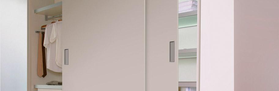 Guías y herrajes sobrepuestas para puertas correderas para armarios