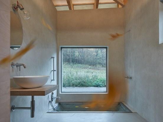 Baño integrado a la naturaleza